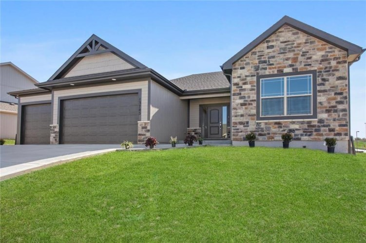 7420 NW Chambers Street, Parkville, MO 64152