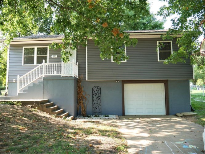 213 SE 51 Road, Warrensburg, MO 64093