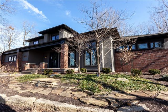 7045 NW Scenic Drive , Parkville, MO 64152