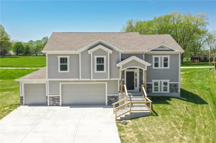1404 NE 182nd Terrace, Smithville, MO 64089