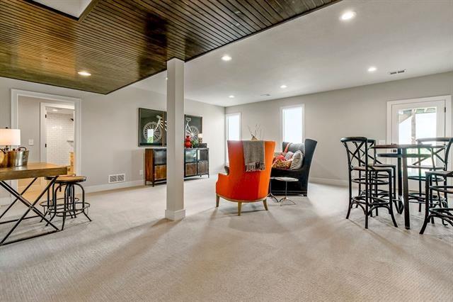 25262 W 112th Terrace, Olathe, KS 66061