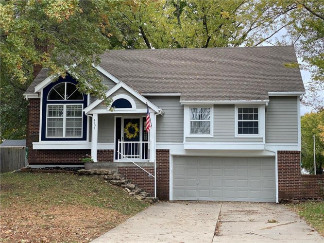 4101 NW Apple Valley Court, Blue Springs, MO 64015