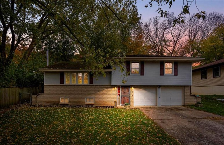 4806 NW WOODY CREEK Lane, Parkville, MO 64151