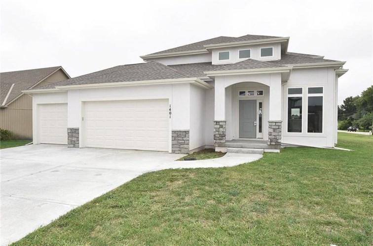 1412 NE 182nd Terrace, Smithville, MO 64089