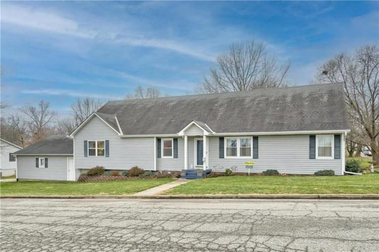 2300 Oak Street, Higginsville, MO 64037