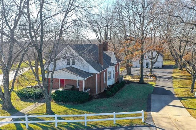 1136 Southview Drive, Liberty, MO 64068