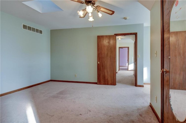 20660 Middle Road, Weston, MO 64098