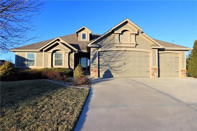4130 S Eagle Point Court, Blue Springs, MO 64015