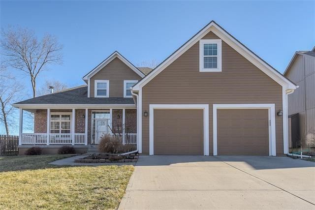 18201 Rollins Drive, Smithville, MO 64089