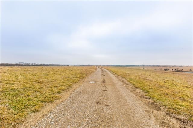 18719 K16 Highway , McLouth, KS 66054