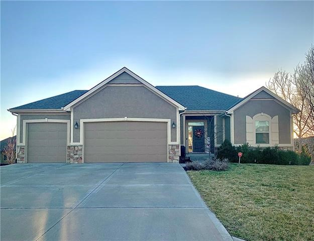 4121 S Eagle Point Court, Blue Springs, MO 64015