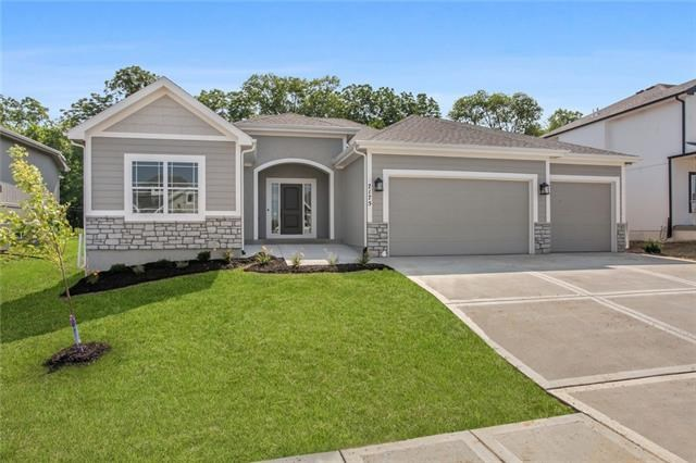 7175 NW Forest Lakes Drive, Parkville, MO 64152