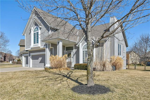 5952 NE PARKS VIEW Place , Lee's Summit, MO 64064