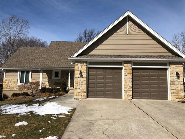 2704 Cliff View Street , Lee's Summit, MO 64081
