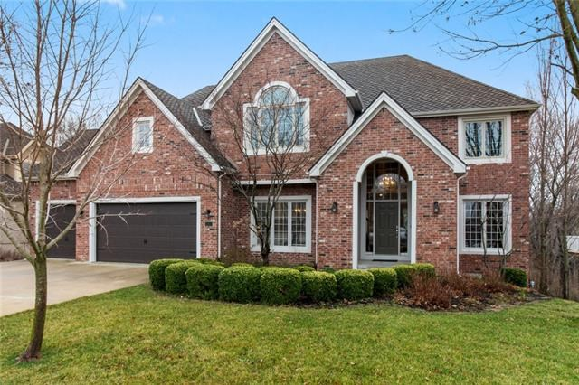 8033 Clearwater Drive, Parkville, MO 64152