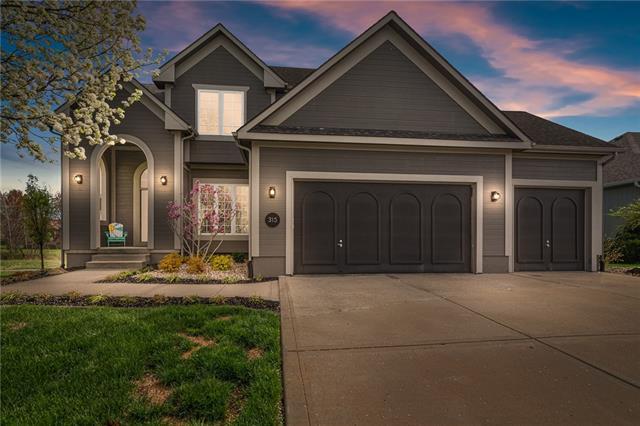 315 S Fox Ridge Drive , Raymore, MO 64083