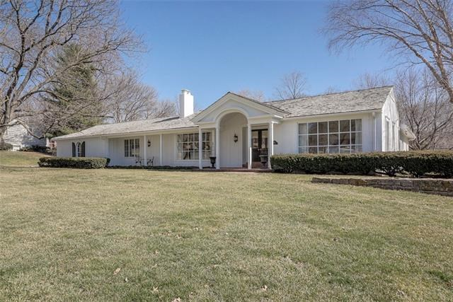 801 E Red Road, Independence, MO 64055