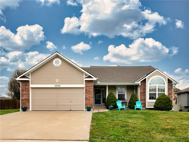 4400 SW Creekview Drive , Lee's Summit, MO 64082