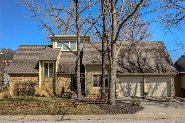 224 NW Locust Street , Lee's Summit, MO 64064