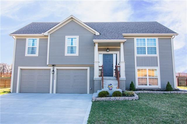1404 Silhouette Drive, Kearney, MO 64060