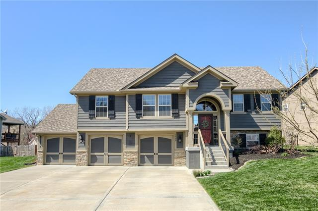 1909 White Tail Lane , Liberty, MO 64068