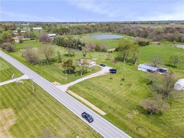 20721 S State Route J Highway, Peculiar, MO 64078