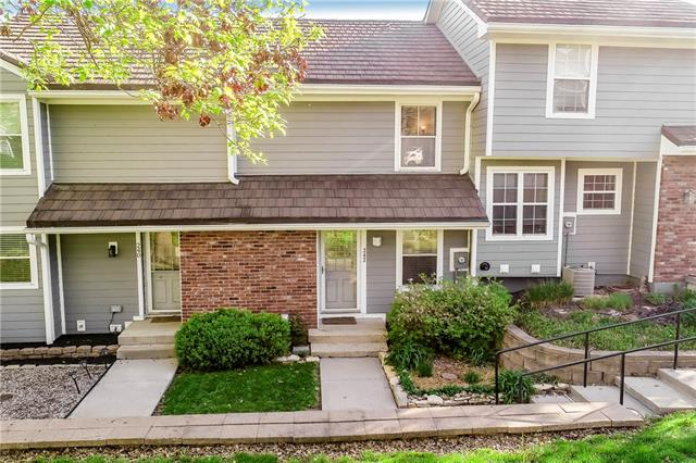 242 NE BAYVIEW Drive , Lee's Summit, MO 64064