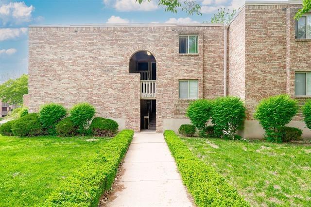 1718 E 97th Street Unit C, Kansas City, MO 64131