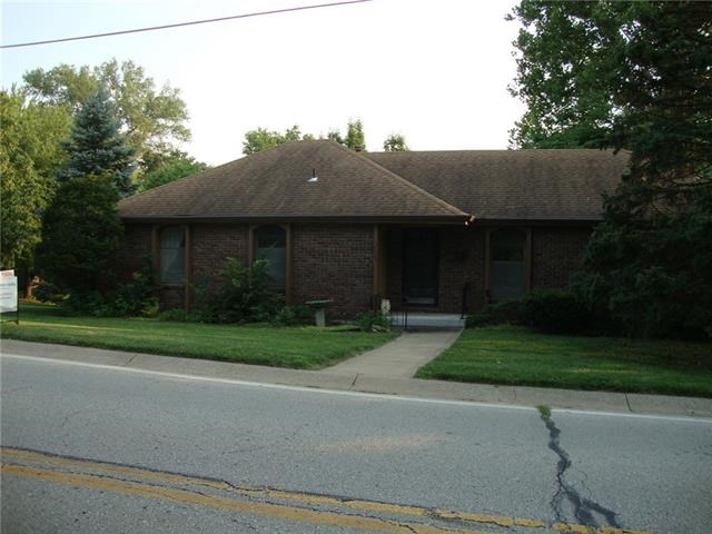 10503 NW Crooked Road, Parkville, MO 64152