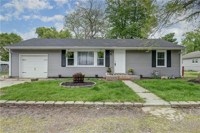 301 Praire Avenue, Buckner, MO 64016