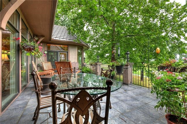 6413 AUGUSTA Place, Parkville, MO 64152