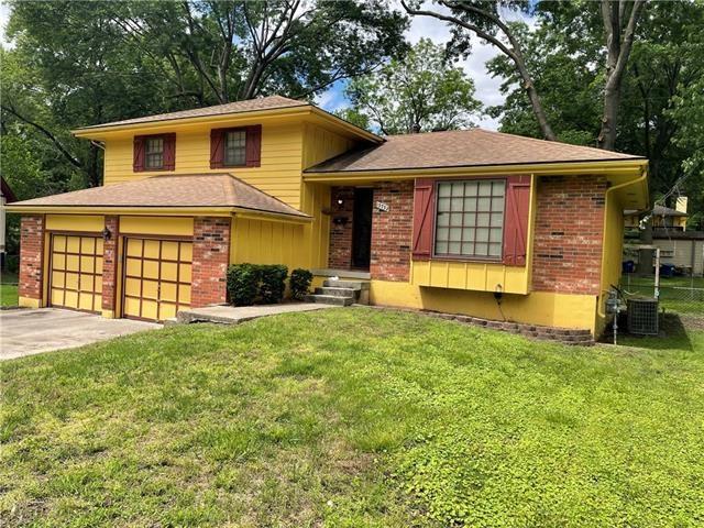 13732 Applewood Drive, Grandview, MO 64030