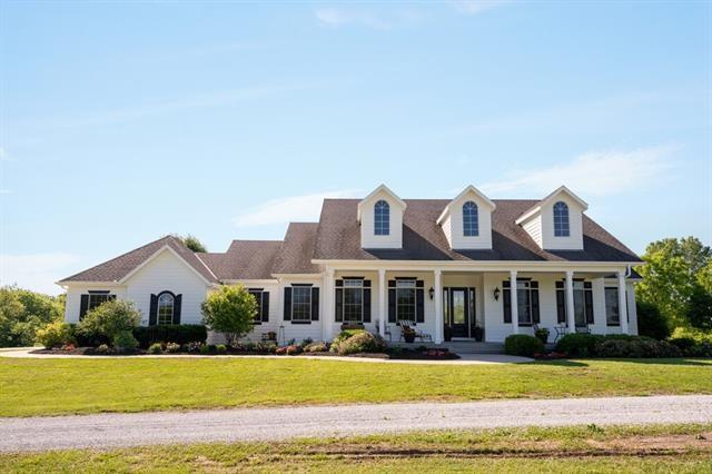 21225 Cedar Niles Road, Spring Hill, KS 66083