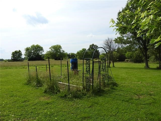 20 NW 151 Road, Centerview, MO 64019