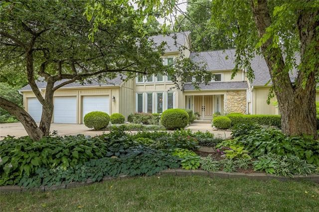 10906 W 120th Terrace, Overland Park, KS 66213