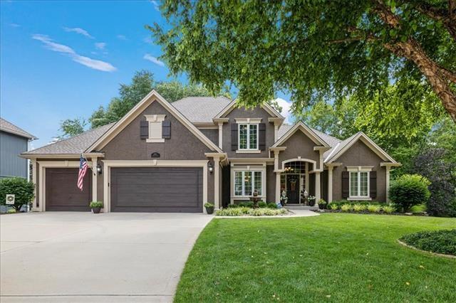 6355 N White Oak Court, Parkville, MO 64152