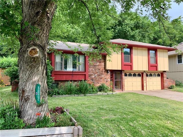 5022 NW Woody Creek Lane, Parkville, MO 64151