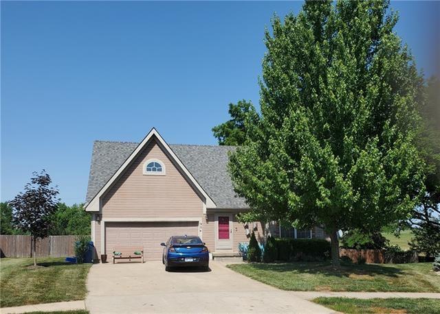 904 E Howard Place, Louisburg, KS 66053