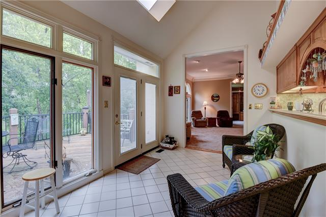 2408 NW VALLEY VIEW Drive , Lee's Summit, MO 64081