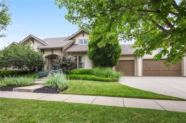 8310 N Shoal Creek Valley Drive, Kansas City, MO 64157