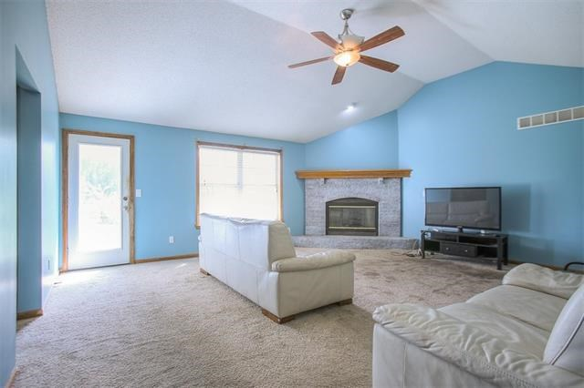 907 Hereford Drive, Grain Valley, MO 64029