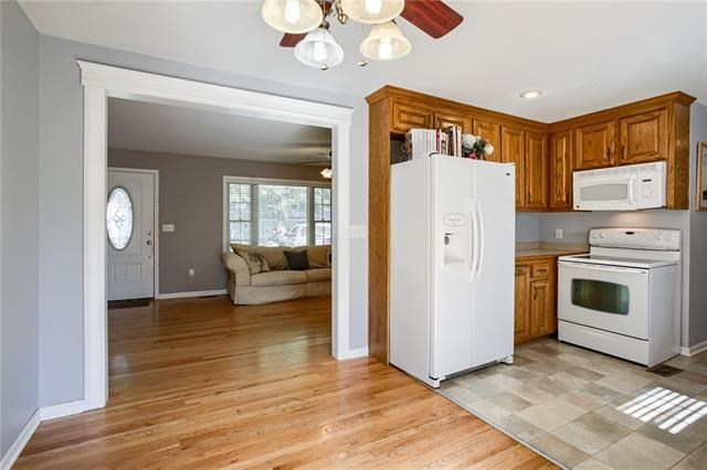 609 NW Central Street, Lee's Summit, MO 64063