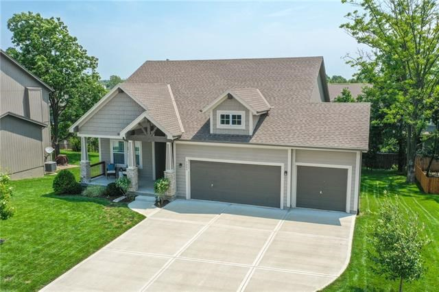 5209 Meadow View Drive, Shawnee, KS 66226