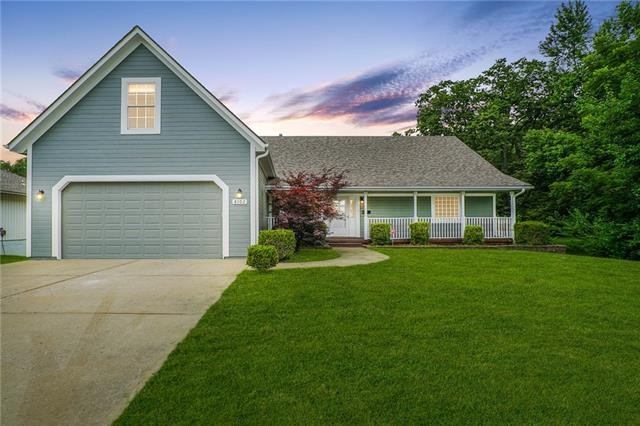 8102 STERLING Avenue, Raytown, MO 64138