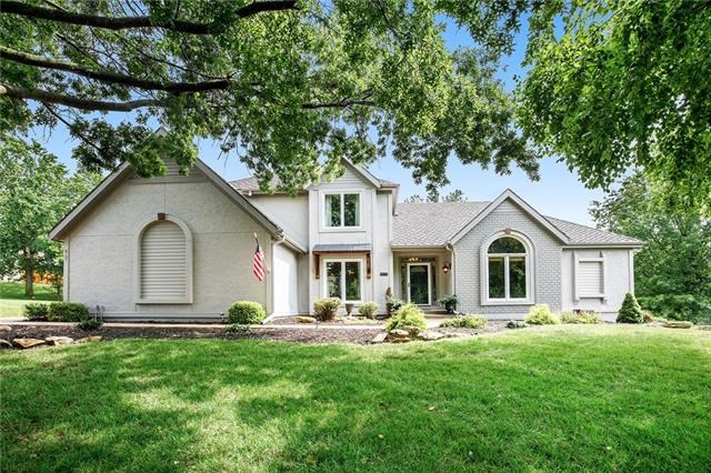 8021 NW Lakeview Drive, Parkville, MO 64152