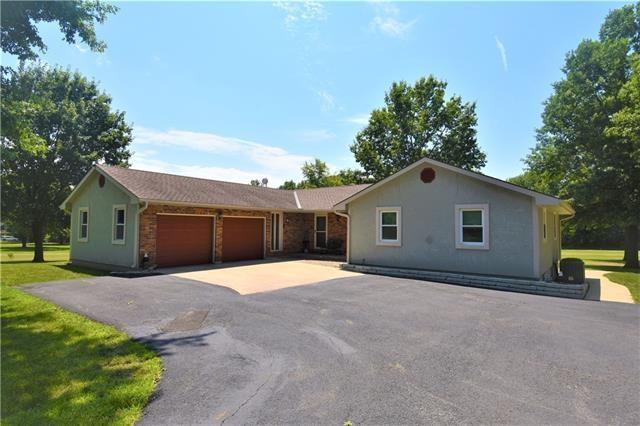11906 N Home Court, Liberty, MO 64068