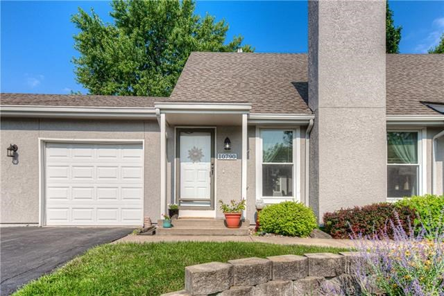 10790 Oakmont Street, Overland Park, KS 66210