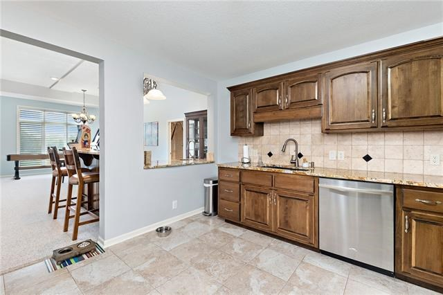 6411 AUGUSTA Place, Parkville, MO 64152