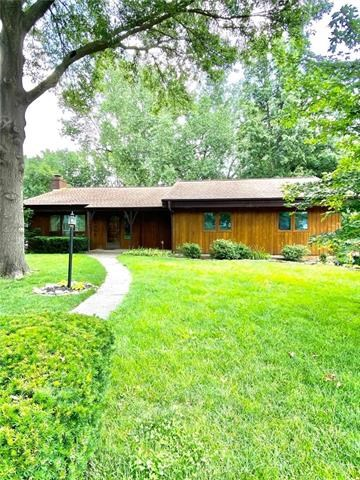 1305 Parkdale Road, Maryville, MO 64468