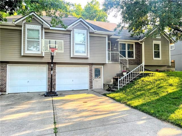 437 NW Chateau Drive, Blue Springs, MO 64014